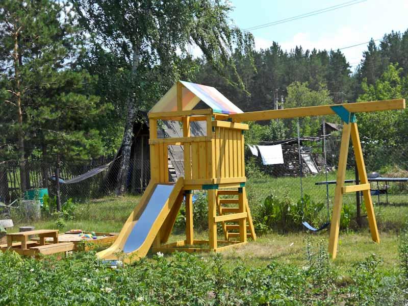 Детская игровая площадка на даче